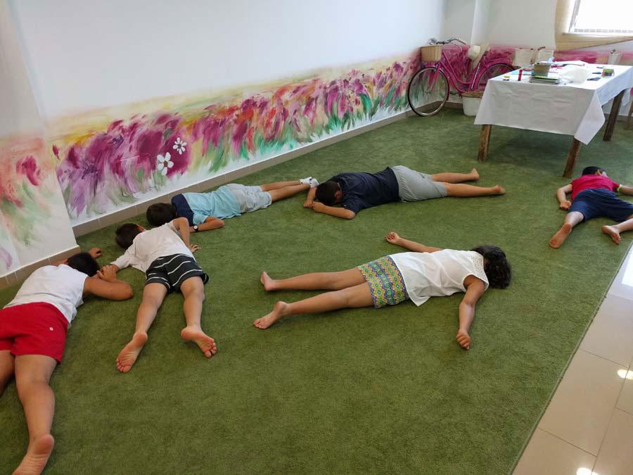 Àngels Martí, formació per a nens i nenes.